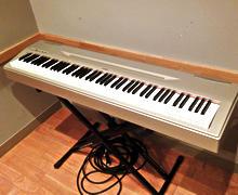 電子ピアノ(アンプ付)
