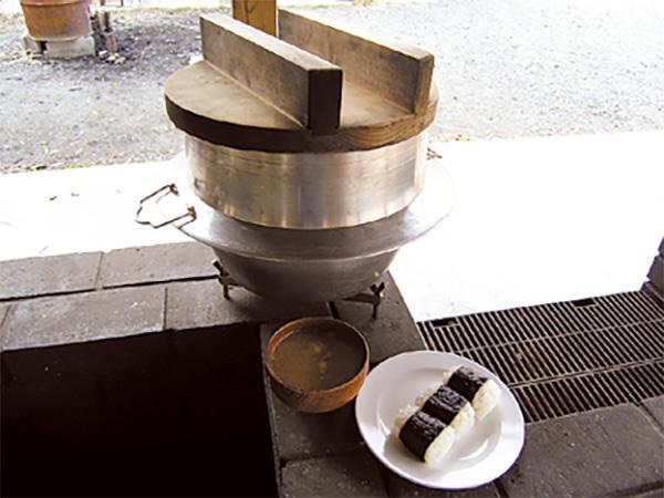 No.40 お釜で炊いたごはんでおむすび(豚汁付き)